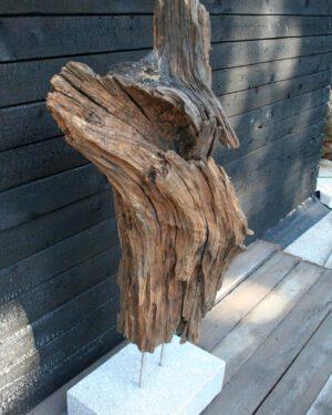 Holzskulptur Lavastrom Seitensicht