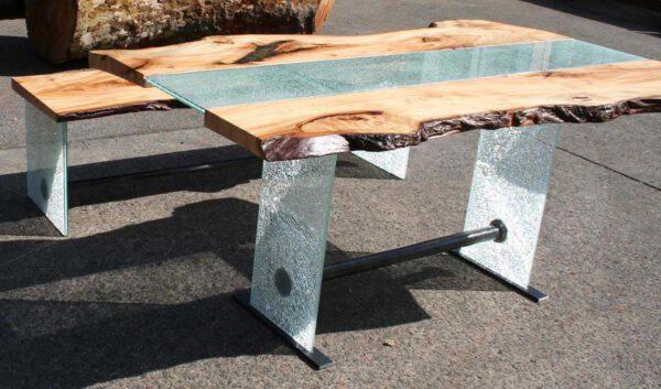 Esstisch mit Naturkante Baumtisch