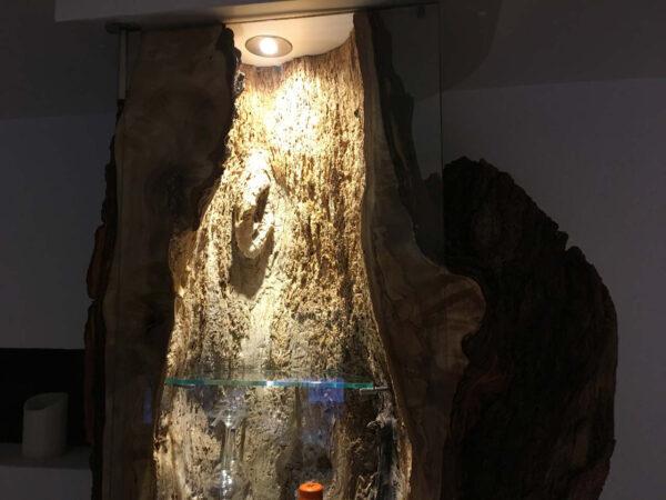 Baumstamm Regal mit LED Beleuchtung