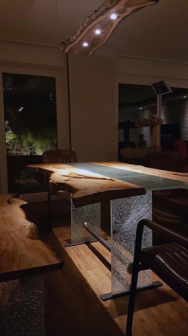 Baumtisch Esstisch Massivholz wilde Linde