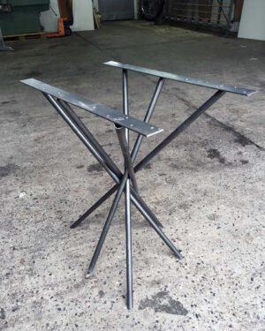 Tischgestell Mikado aus schwarzem Rohr