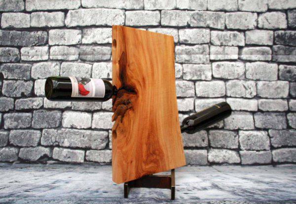 Weinregal aus Lindenholz besonders farbintensiv und gemasert